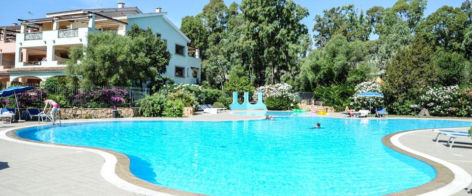 FAB_1981-famiglia-piscina